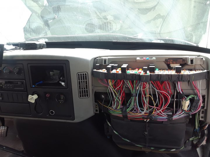 2008 International truck Road service in Miami.Fuse panel & hvac box service.Road Service.